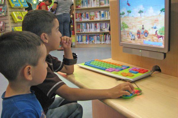 Children_using_the_computer